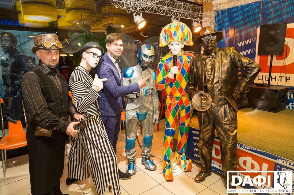 Битва Робокота и кукольника за зрителя: В Днепре открылся IV Всеукраинский фестиваль уличного искусства  , фото-11