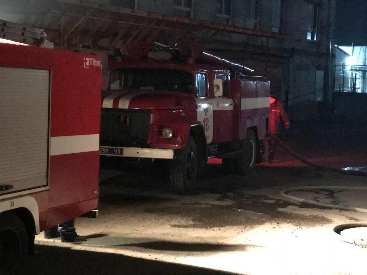 В Днепре на ул. Журналистов загорелось помещение по изготовлению мебели (ФОТО, ВИДЕО), фото-3