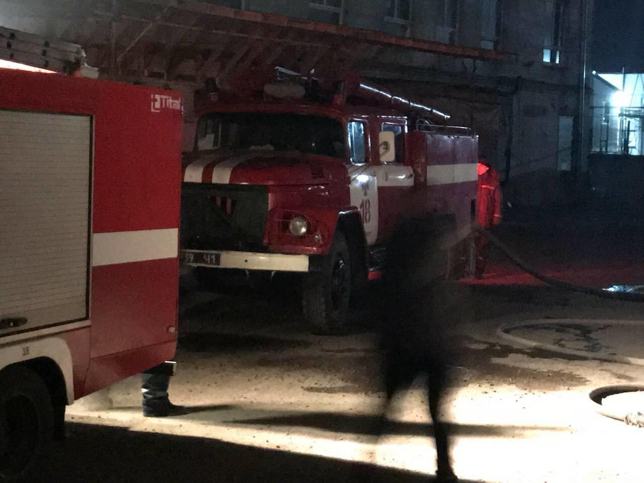 В Днепре на ул. Журналистов загорелось помещение по изготовлению мебели (ФОТО, ВИДЕО), фото-4