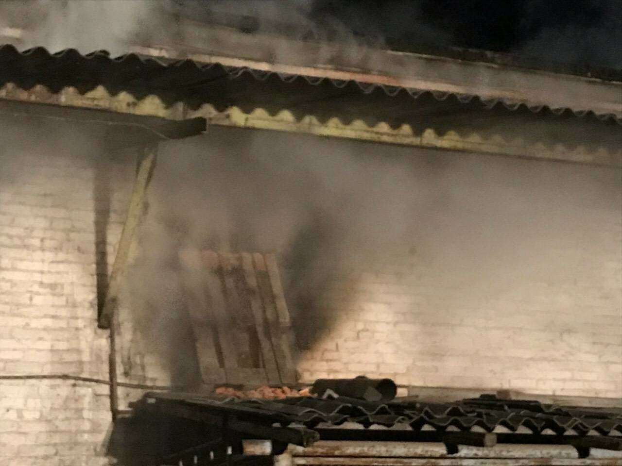 В Днепре на ул. Журналистов загорелось помещение по изготовлению мебели (ФОТО, ВИДЕО), фото-6