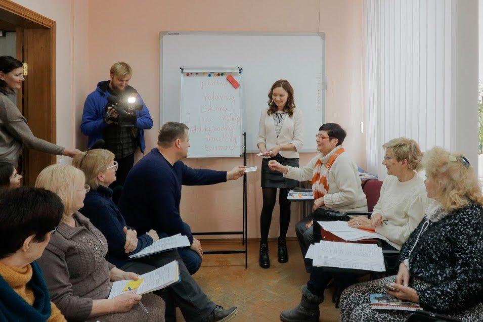 Английский для всех: Борис Филатов побывал на одном из занятий Университета третьего возраста, фото-1