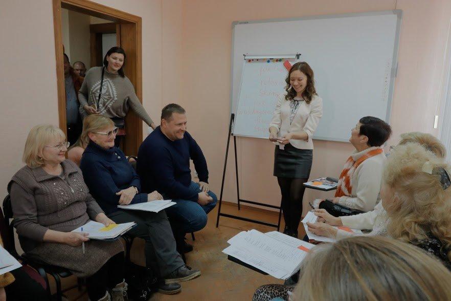 Английский для всех: Борис Филатов побывал на одном из занятий Университета третьего возраста, фото-2
