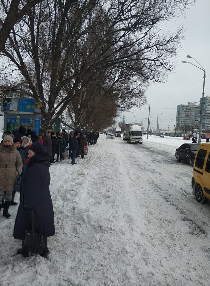 Перекрыли Донецкое шоссе: в Днепре жители митинговали против отмены маршрута №125 (ФОТО), фото-3