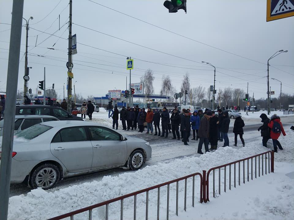 Перекрыли Донецкое шоссе: в Днепре жители митинговали против отмены маршрута №125 (ФОТО), фото-2