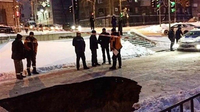 Осторожно, черная дыра: в Днепре асфальт ушел под землю ОБНОВЛЕНО (ФОТО), фото-3