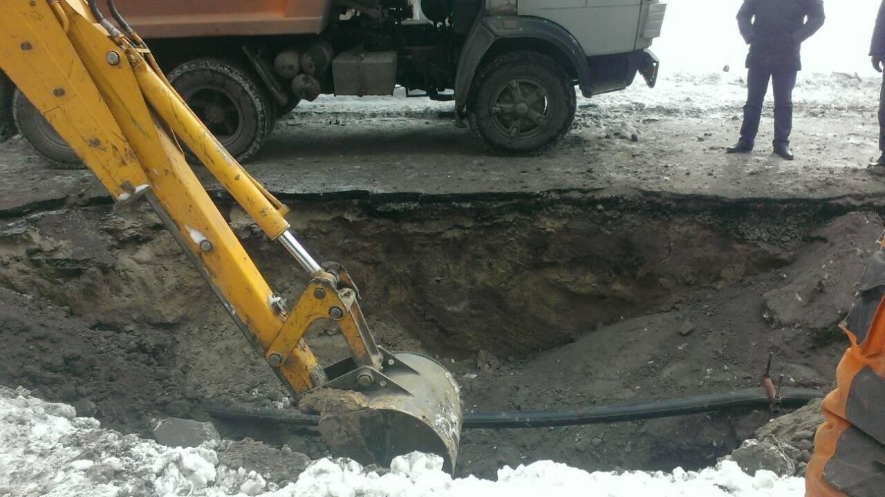 Почему дыру в асфальтном покрытии в центре Днепра так и не засыпали (ФОТО), фото-1