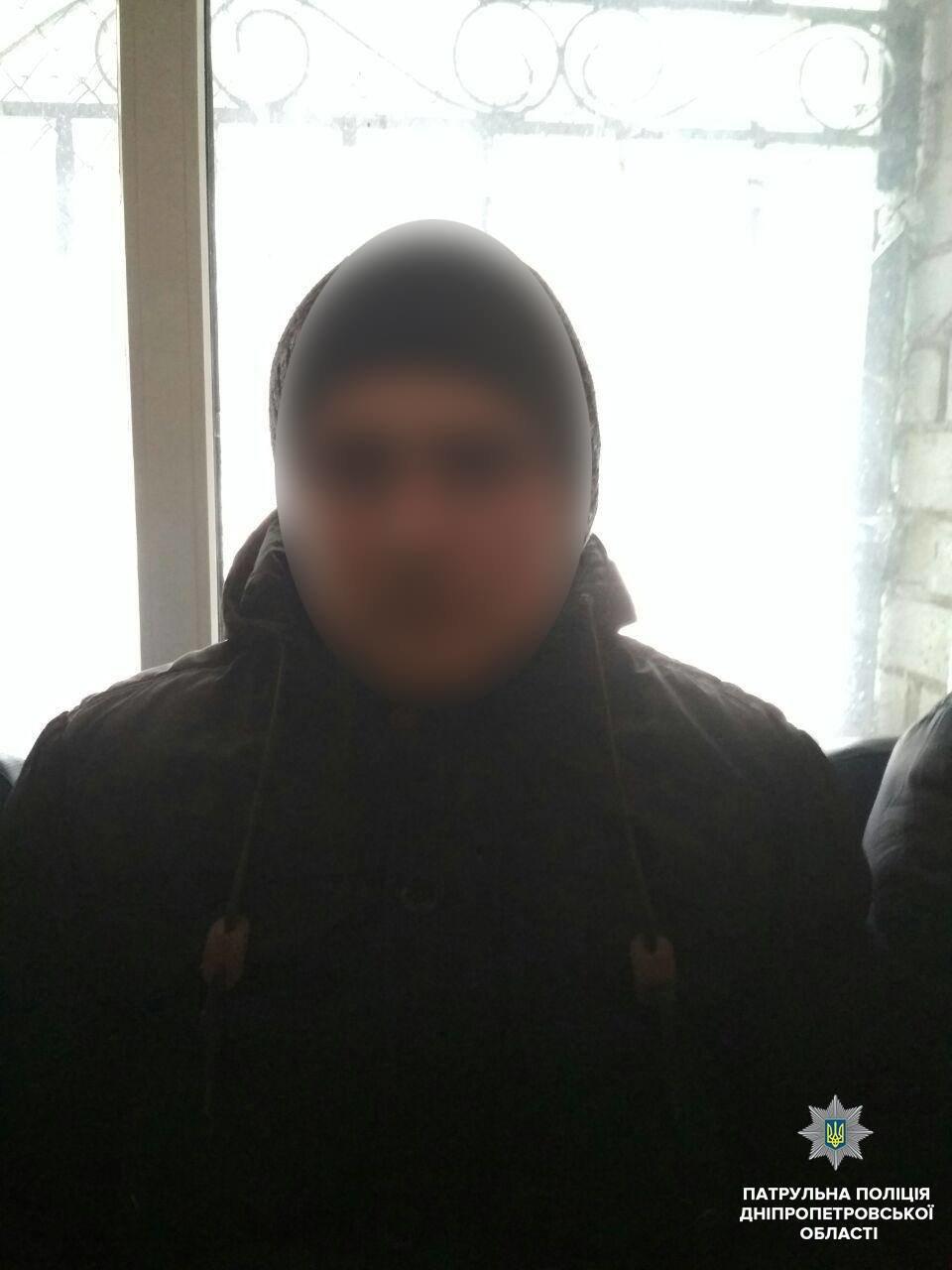 """По """"штуке"""" на каждого: в Днепре юноши украли алкоголя на 4 тыс грн (ФОТО) , фото-1"""