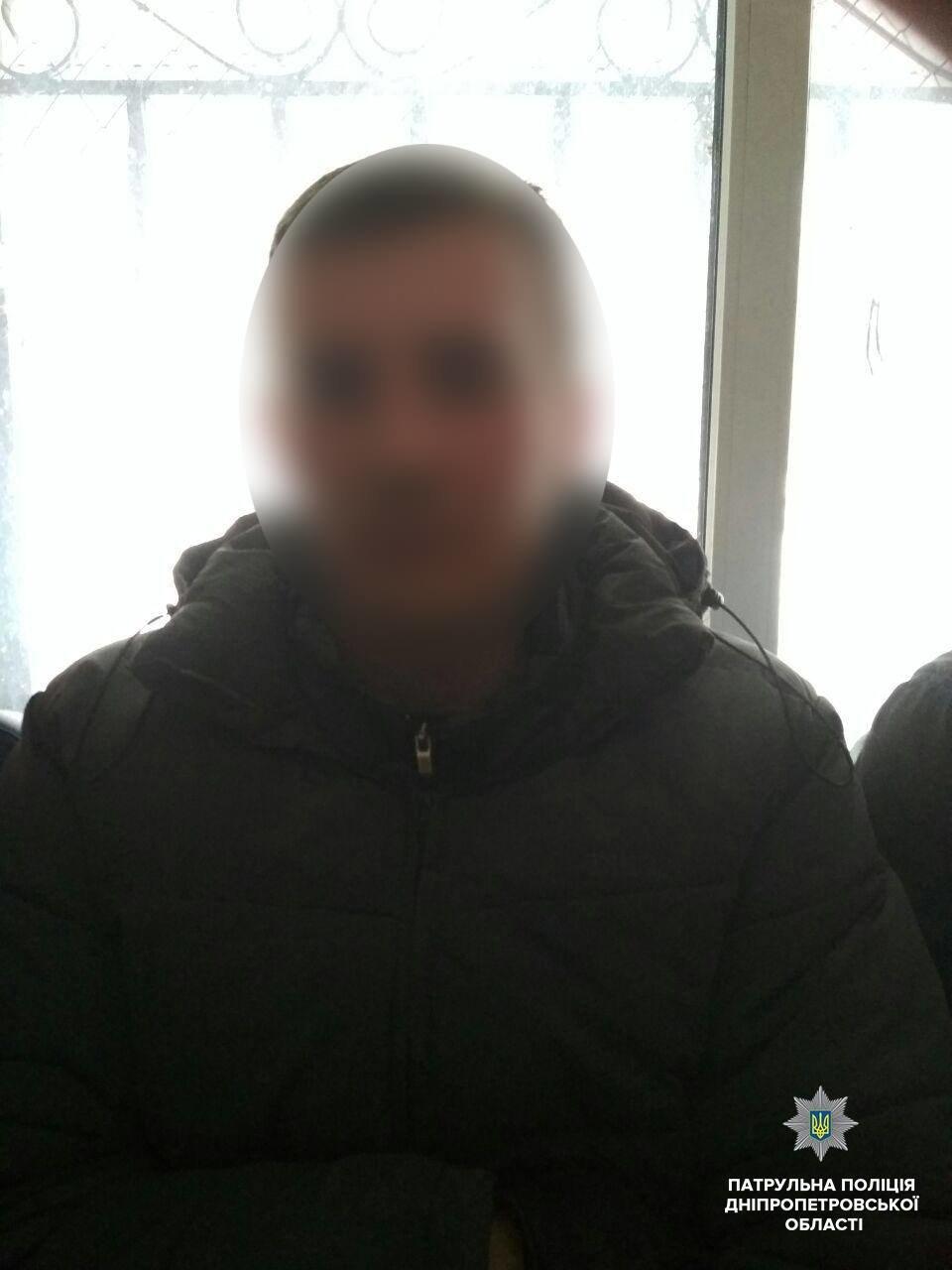 """По """"штуке"""" на каждого: в Днепре юноши украли алкоголя на 4 тыс грн (ФОТО) , фото-3"""
