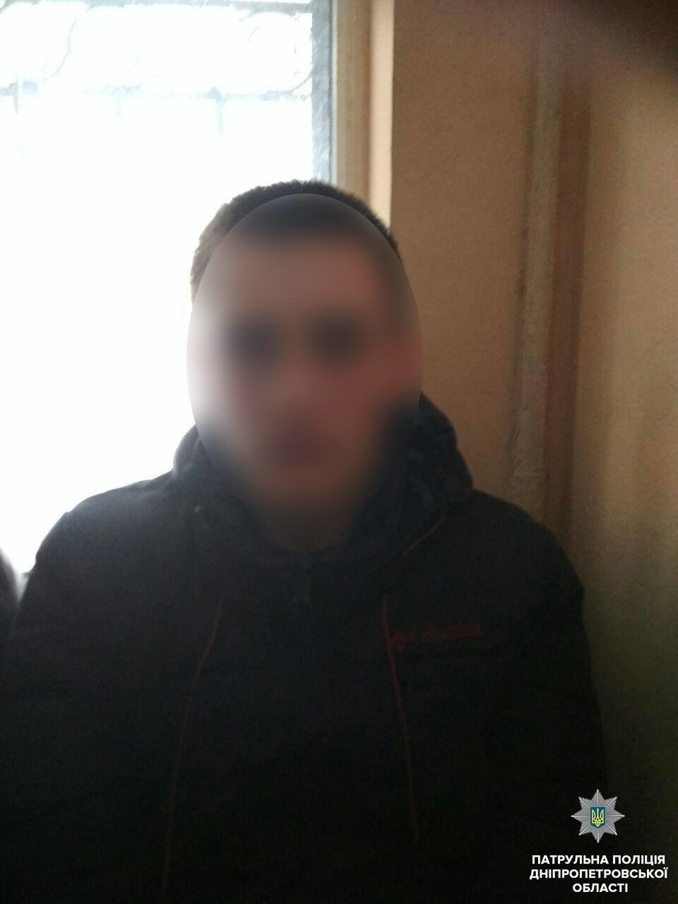 """По """"штуке"""" на каждого: в Днепре юноши украли алкоголя на 4 тыс грн (ФОТО) , фото-4"""