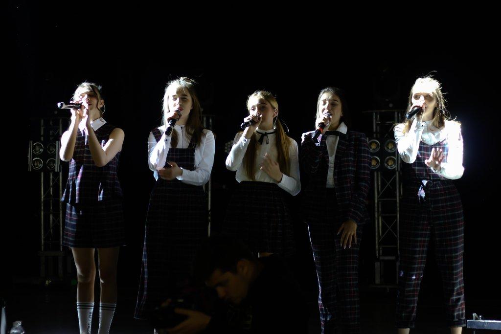 Песни, секреты и подарки: как в Днепре прошел концерт группы Open Kids, фото-1