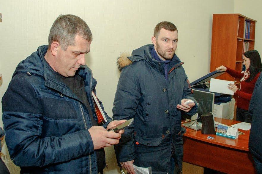 Старые схемы новых правоохранителей: Кто «крышует» незаконные заправки в Днепре, фото-3