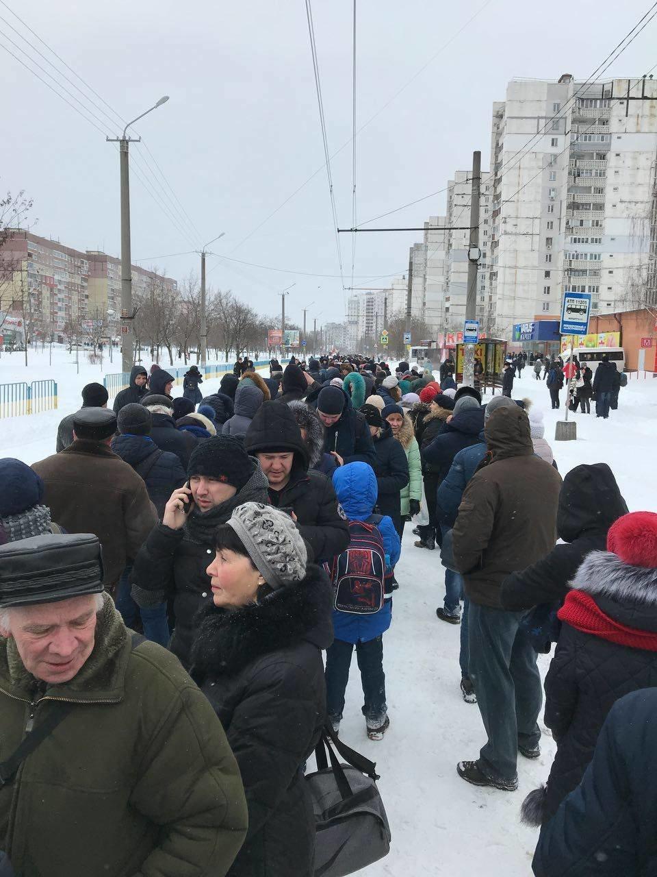 Снежный апокалипсис в Днепре: почему люди не могут уехать на работу (ФОТО, ВИДЕО), фото-5