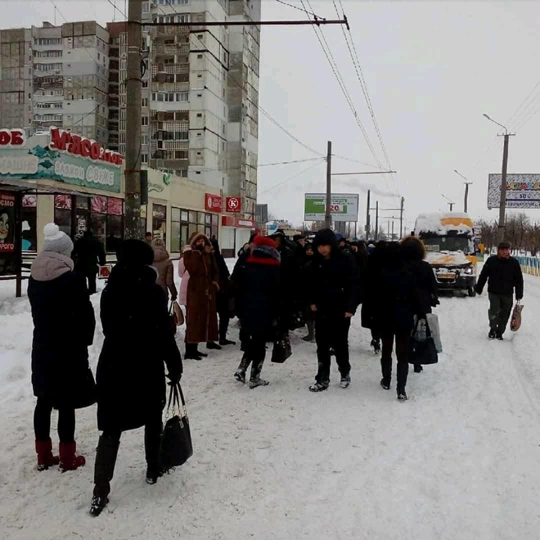 Снежный апокалипсис в Днепре: почему люди не могут уехать на работу (ФОТО, ВИДЕО), фото-1