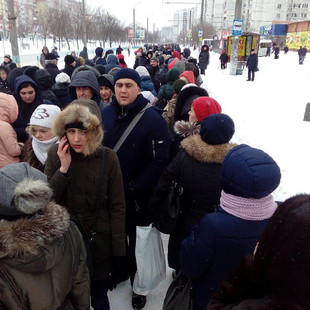 Снежный апокалипсис в Днепре: почему люди не могут уехать на работу (ФОТО, ВИДЕО), фото-3