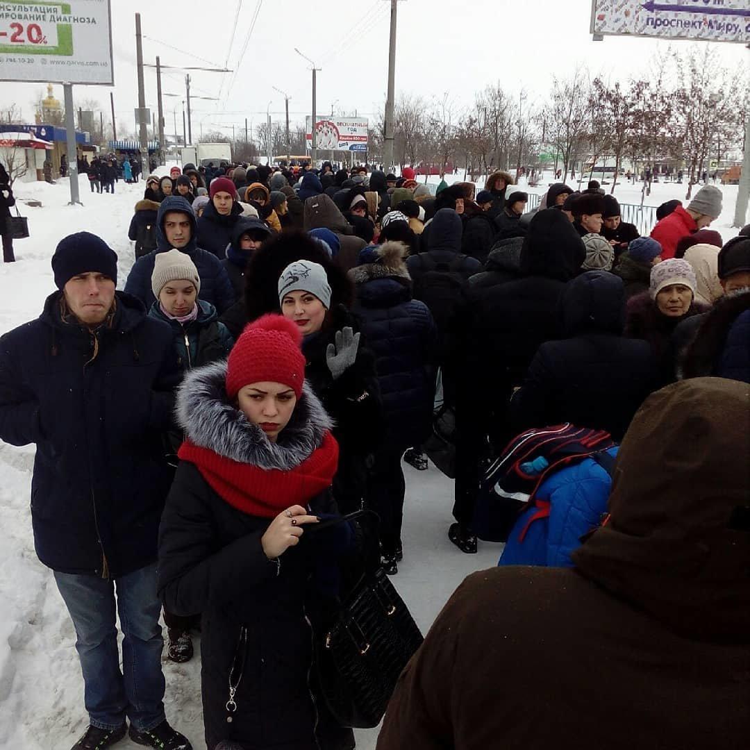 Снежный апокалипсис в Днепре: почему люди не могут уехать на работу (ФОТО, ВИДЕО), фото-4