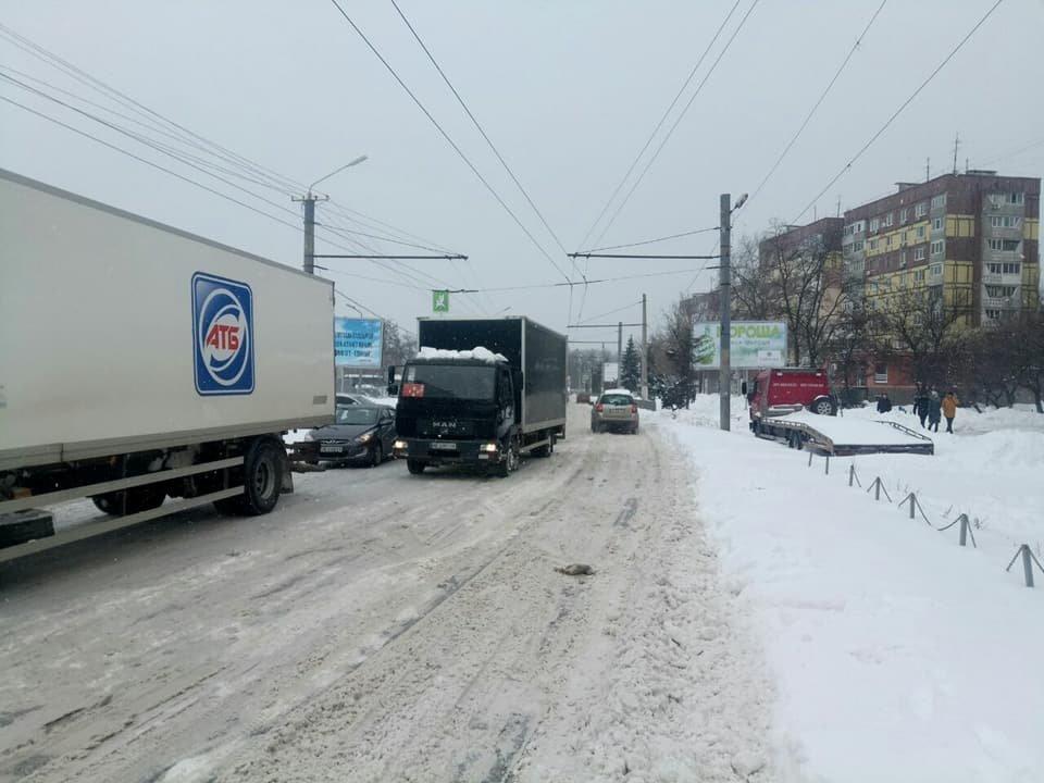 В Днепре фуры заблокировали движение общественного транспорта (ФОТО), фото-1