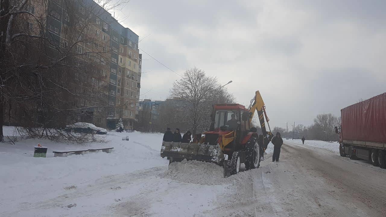 В Днепре применили уникальную для Украины технологию защиты асфальта от льда, фото-2
