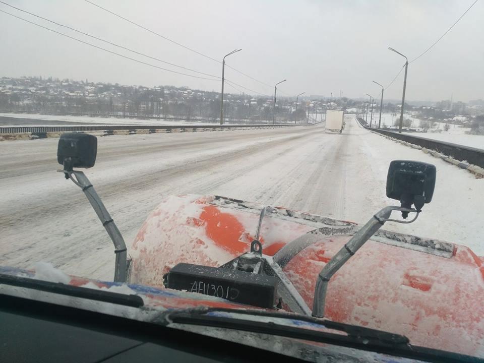 В Днепре применили уникальную для Украины технологию защиты асфальта от льда, фото-4