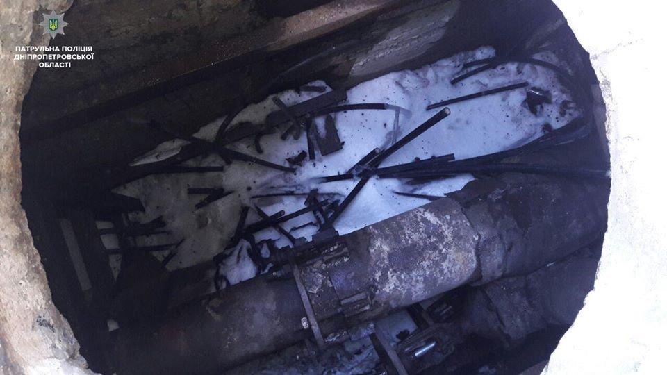 В Днепре из колодца «Южмаша» неизвестные срезали трубы (ФОТО) , фото-4