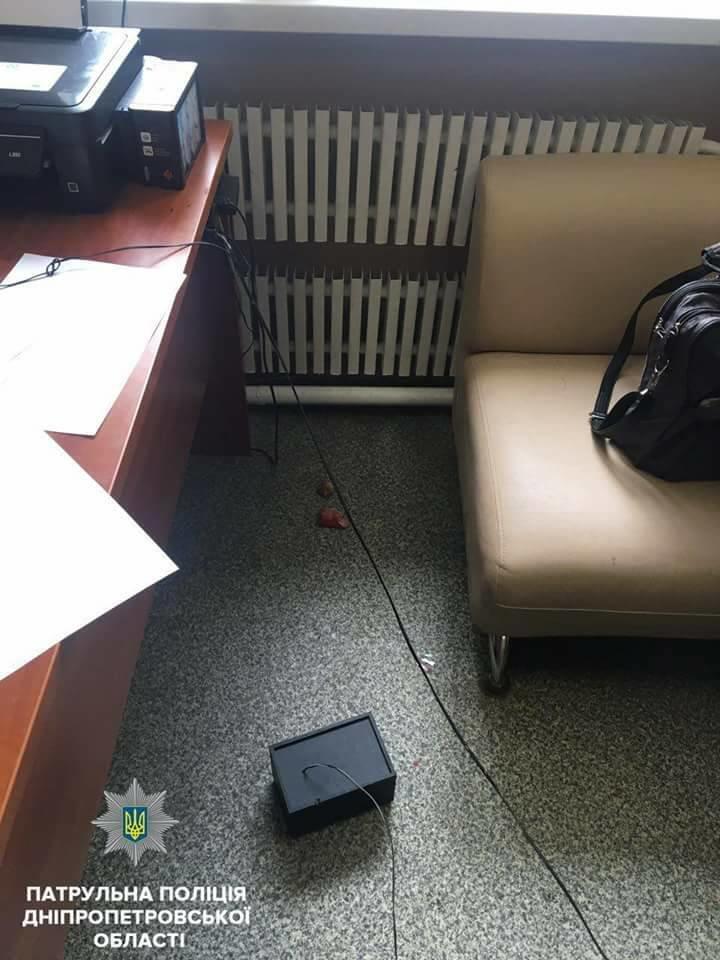 Ворвался в офис и угрожал ножом: днепровские копы задержали нападавшего , фото-3