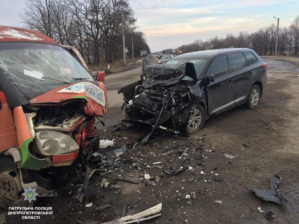Лобовое ДТП под Днепром: на трассе столкнулись иномарка и ГАЗ (ФОТО), фото-3