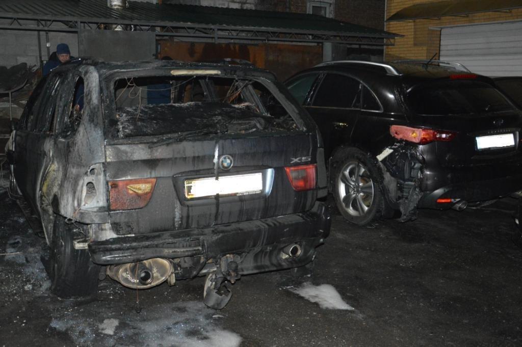 В Днепре на стоянке горел легковой автомобиль (ФОТО), фото-1