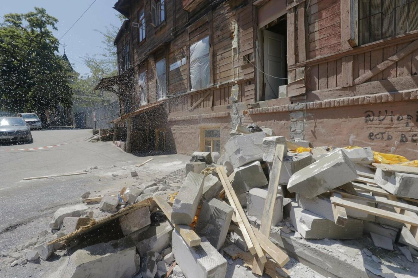 В Днепре бульдозер «спасал» последний деревянный дом в городе, - ФОТО, фото-5