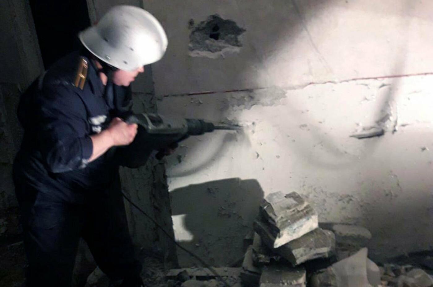 Как четверо спасателей в Днепре доставали котят из ловушки, - ФОТО, фото-1