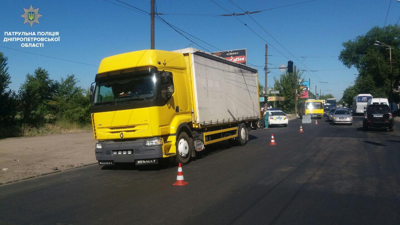 Страшное ДТП в Днепре: на Мануйловском проспекте грузовик сбил женщину, - ФОТО, фото-1