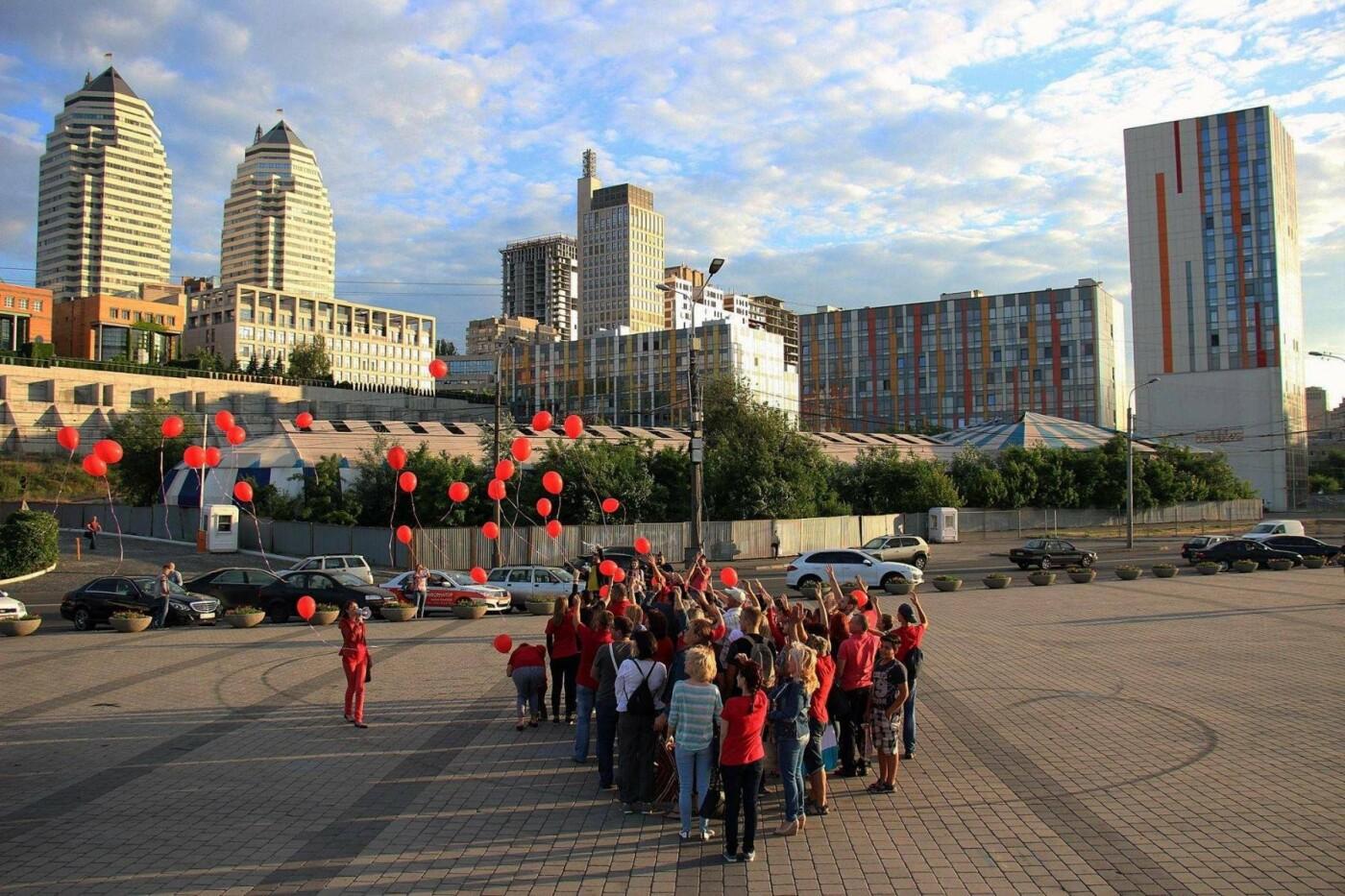 Одевайтесь в красное: в Днепре состоится красочный флешмоб в поддержку доноров, - ФОТО, фото-4