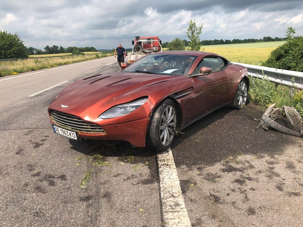 На трассе Днепр-Харьков нашли спорткар Aston Martin: владельца на месте нет, - ФОТО, ВИДЕО, фото-4