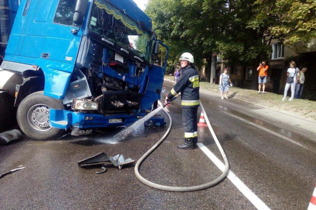 В Днепре DAF, загруженный металлом, устроил ДТП на трамвайных путях, - ФОТО, фото-4