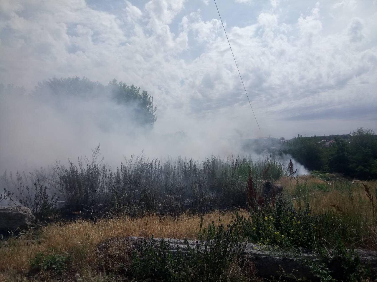 В Днепре горела крупная свалка: пожар тушили около 3-х часов, - ФОТО, фото-1