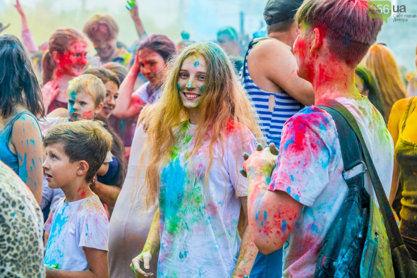 Фестиваль красок и свадьбы: как в Днепре прошел День молодежи, - ФОТОРЕПОРТАЖ, ВИДЕО, фото-16