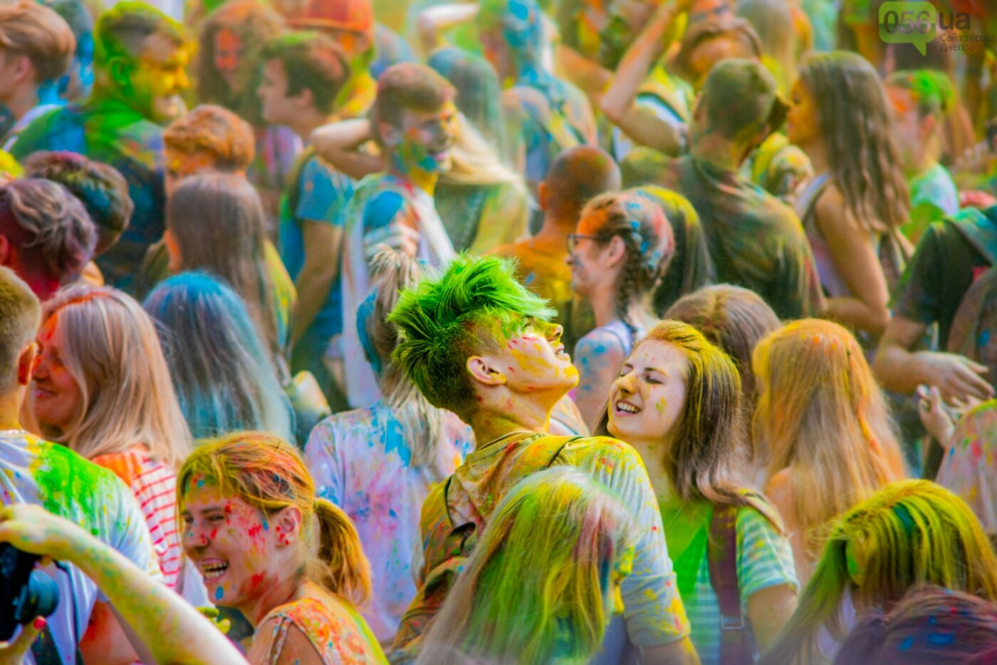 Фестиваль красок и свадьбы: как в Днепре прошел День молодежи, - ФОТОРЕПОРТАЖ, ВИДЕО, фото-6