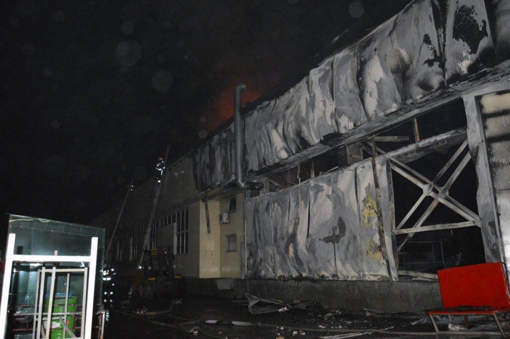 Масштабный пожар: в Днепре горел производственный цех, - ФОТО, ВИДЕО, фото-2