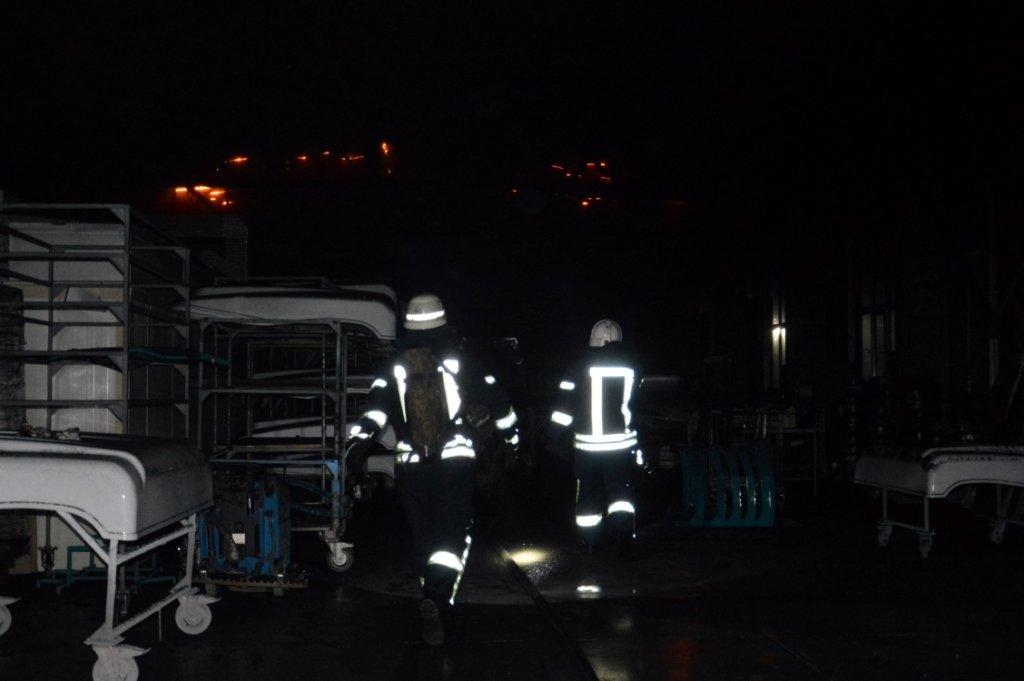 Масштабный пожар: в Днепре горел производственный цех, - ФОТО, ВИДЕО, фото-3