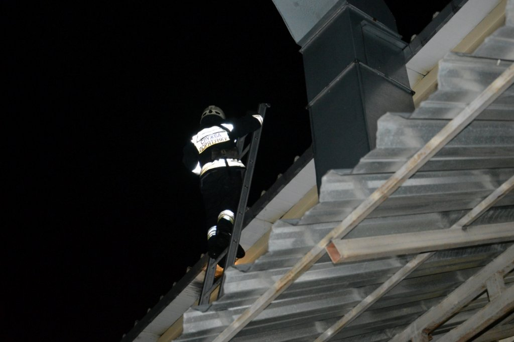Масштабный пожар: в Днепре горел производственный цех, - ФОТО, ВИДЕО, фото-1