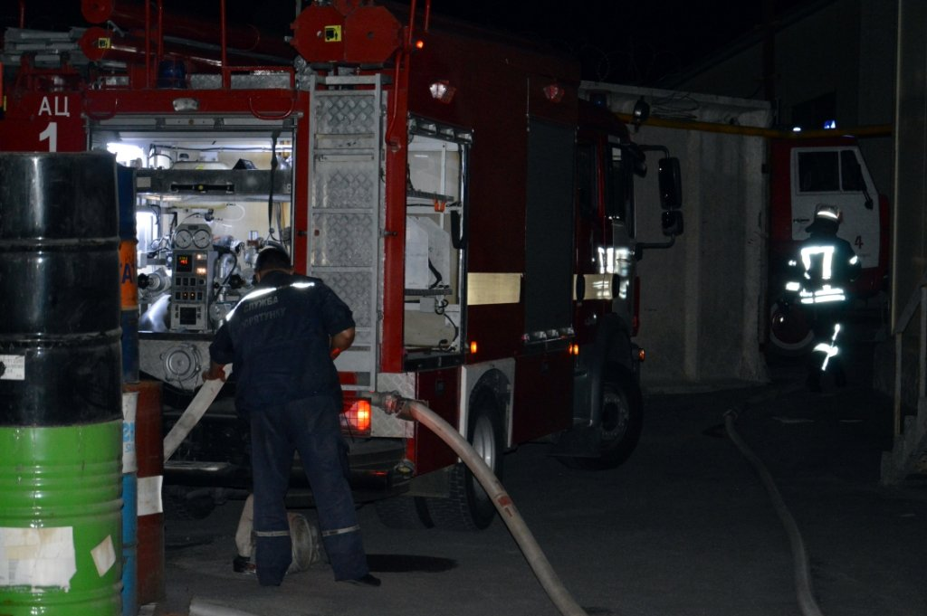 Масштабный пожар: в Днепре горел производственный цех, - ФОТО, ВИДЕО, фото-4