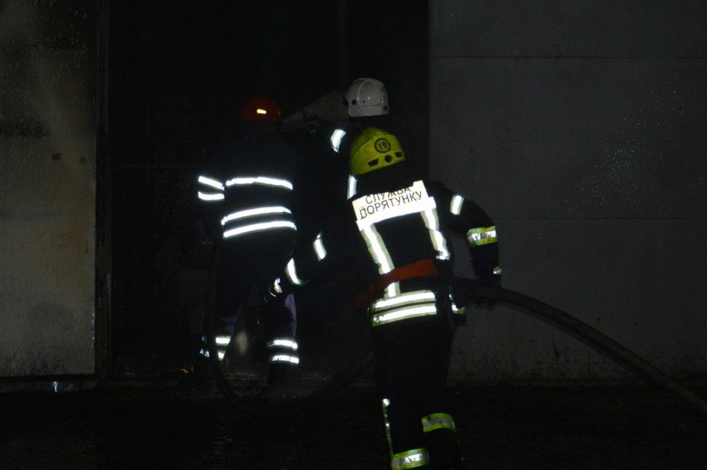 Масштабный пожар: в Днепре горел производственный цех, - ФОТО, ВИДЕО, фото-5