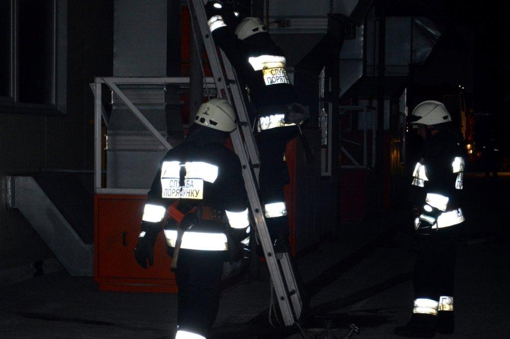Масштабный пожар: в Днепре горел производственный цех, - ФОТО, ВИДЕО, фото-6