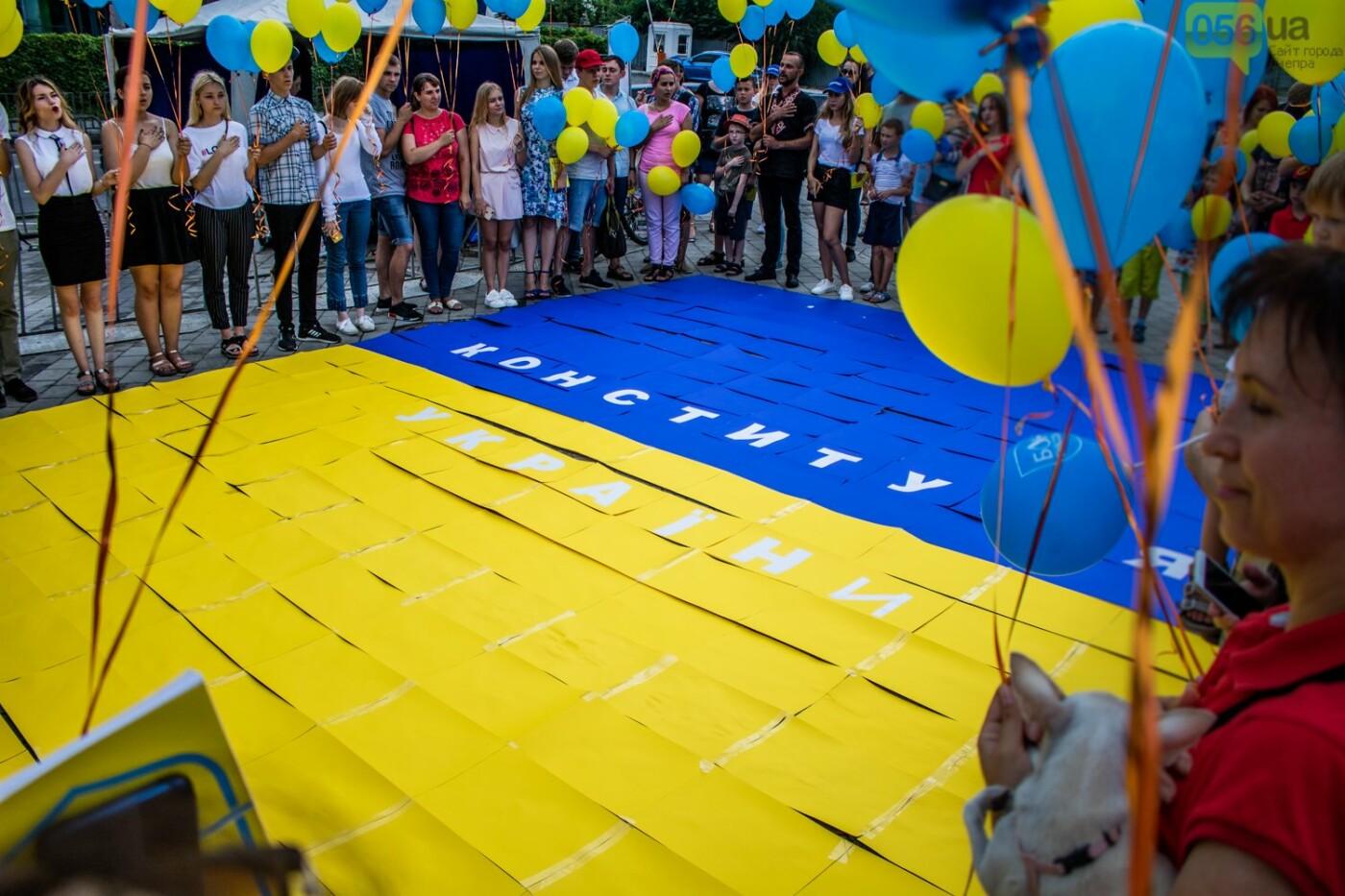 В Днепре устроили красочный флешмоб ко Дню Конституции, - ФОТОРЕПОРТАЖ, фото-8