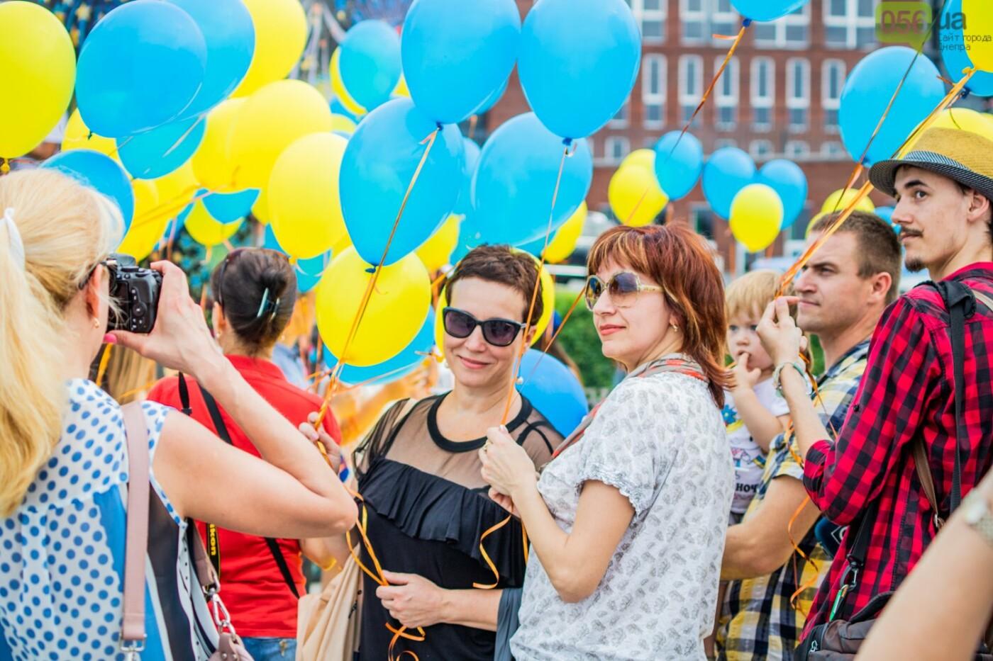 В Днепре устроили красочный флешмоб ко Дню Конституции, - ФОТОРЕПОРТАЖ, фото-13