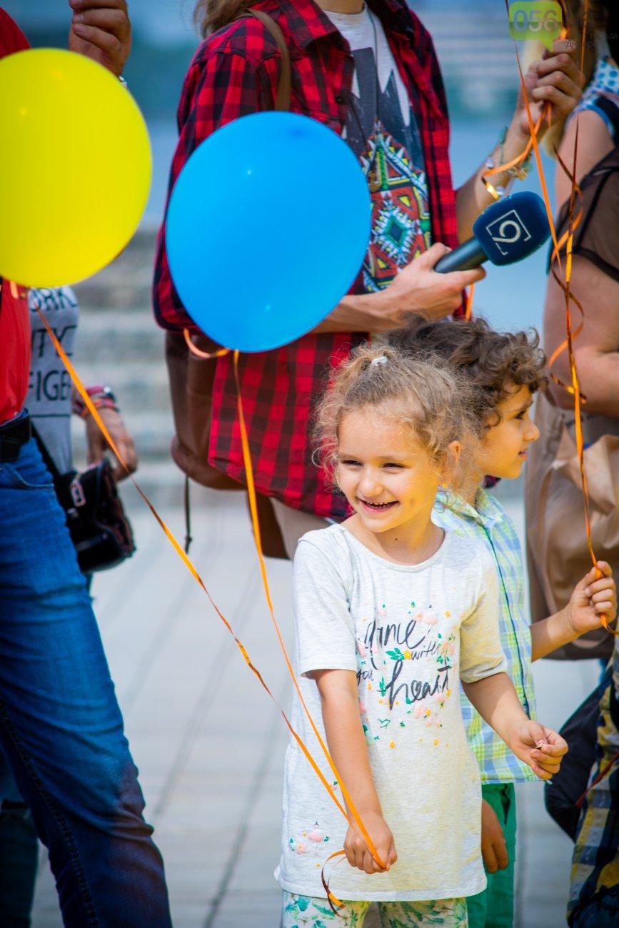 В Днепре устроили красочный флешмоб ко Дню Конституции, - ФОТОРЕПОРТАЖ, фото-3