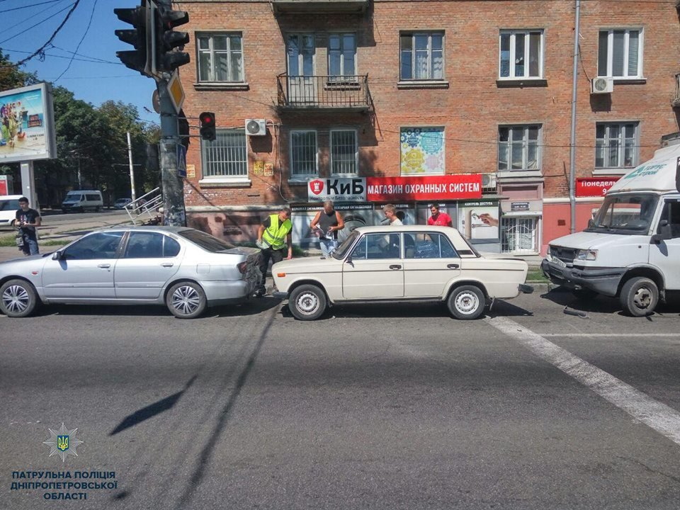 Авария в Днепре: трамвай въехал в легковое авто и другие ДТП минувших суток, фото-8