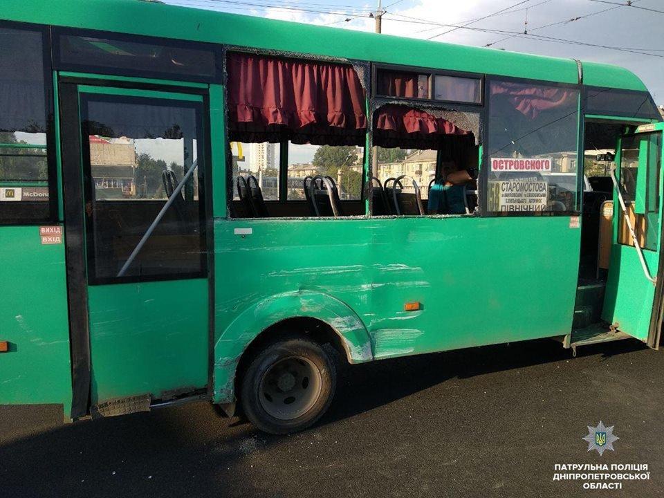 Авария в Днепре: трамвай въехал в легковое авто и другие ДТП минувших суток, фото-5