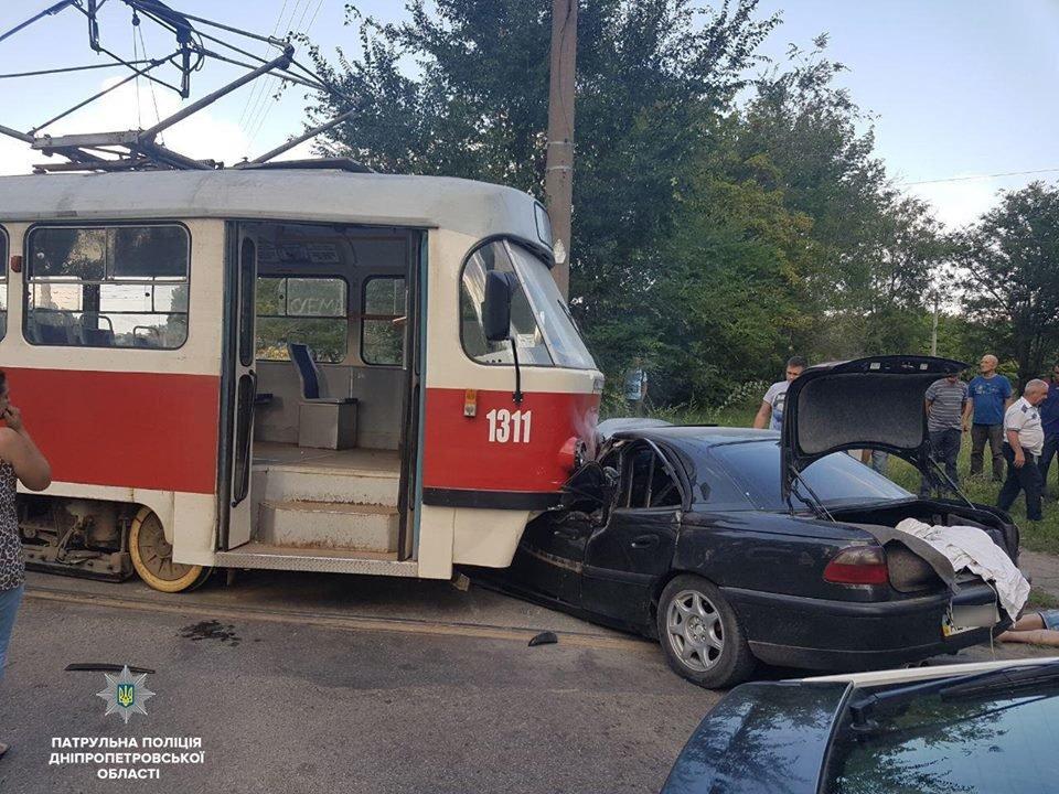 Авария в Днепре: трамвай въехал в легковое авто и другие ДТП минувших суток, фото-2
