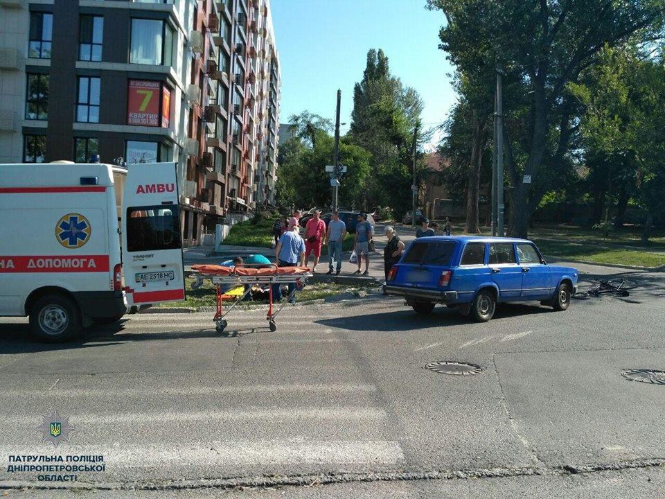 Авария в Днепре: трамвай въехал в легковое авто и другие ДТП минувших суток, фото-6
