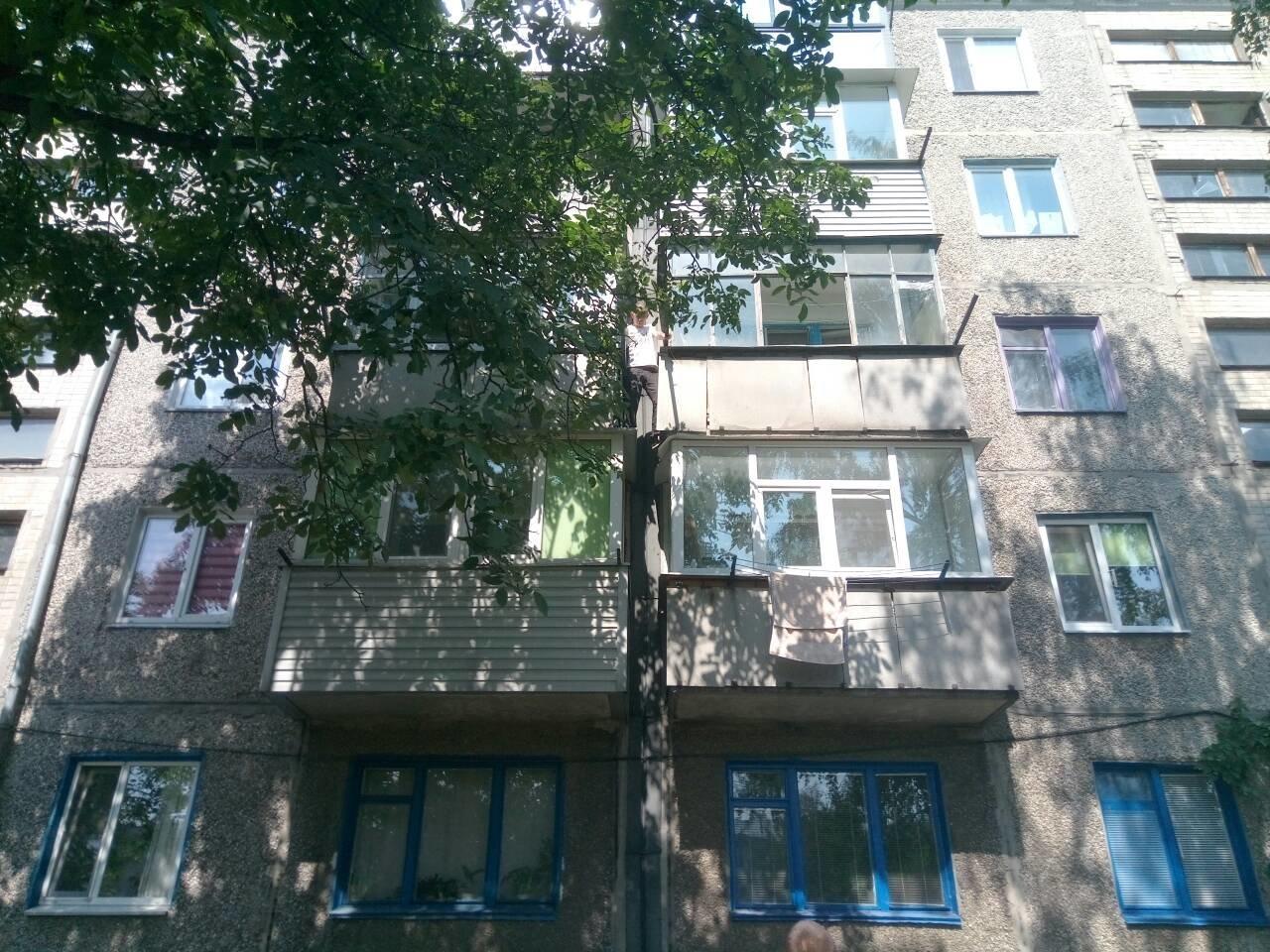 В Днепропетровской области мужчина застрял между балконами третьего этажа, - ФОТО, фото-1