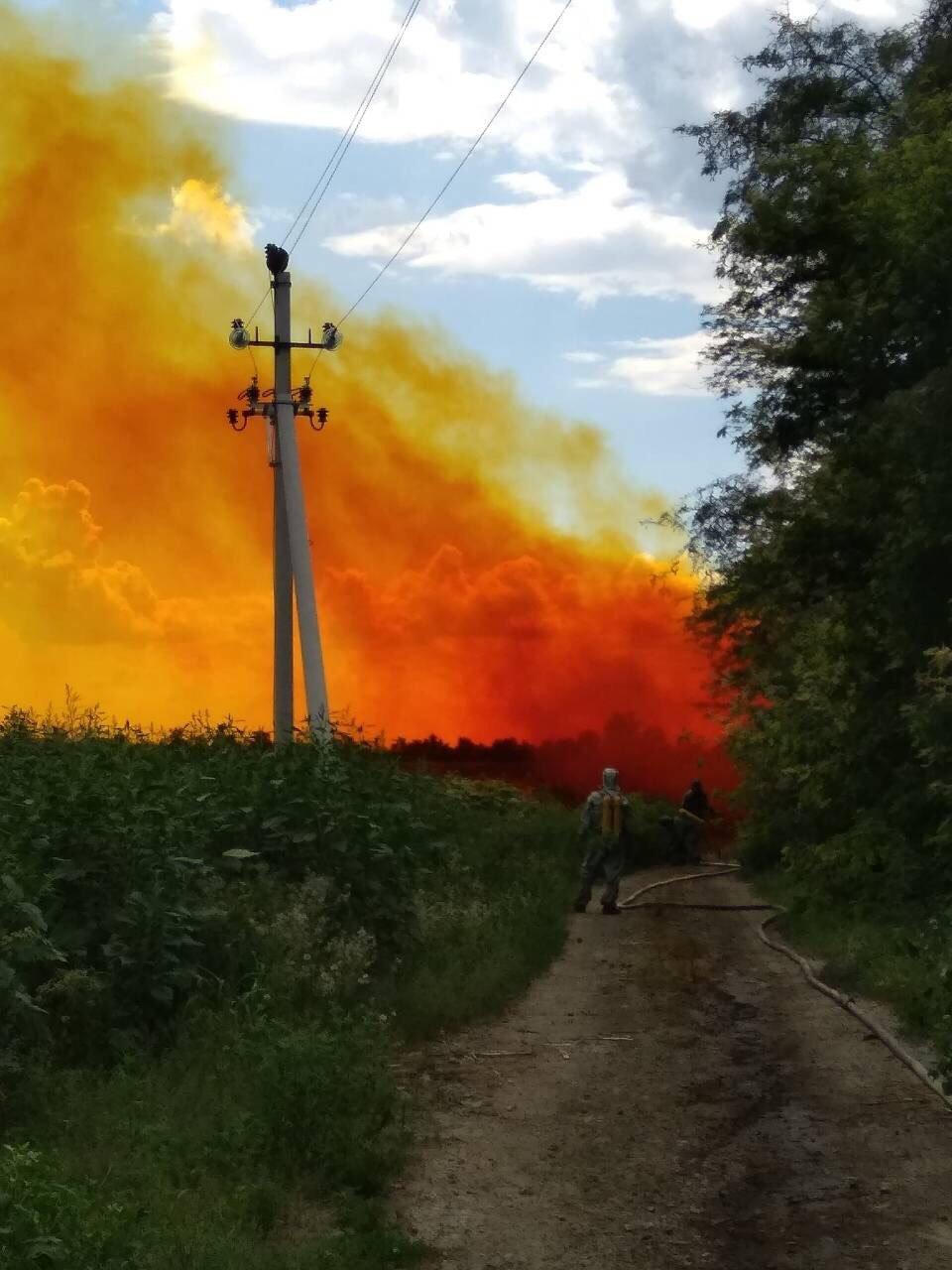 Утечка кислоты и ядовито-оранжевое облако: под Днепром по трассе растеклось химическое вещество, - ФОТО, ВИДЕО, фото-3
